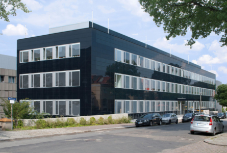 Building-integrated solution with 500 m² of CIGS modules (image: Manz AG)